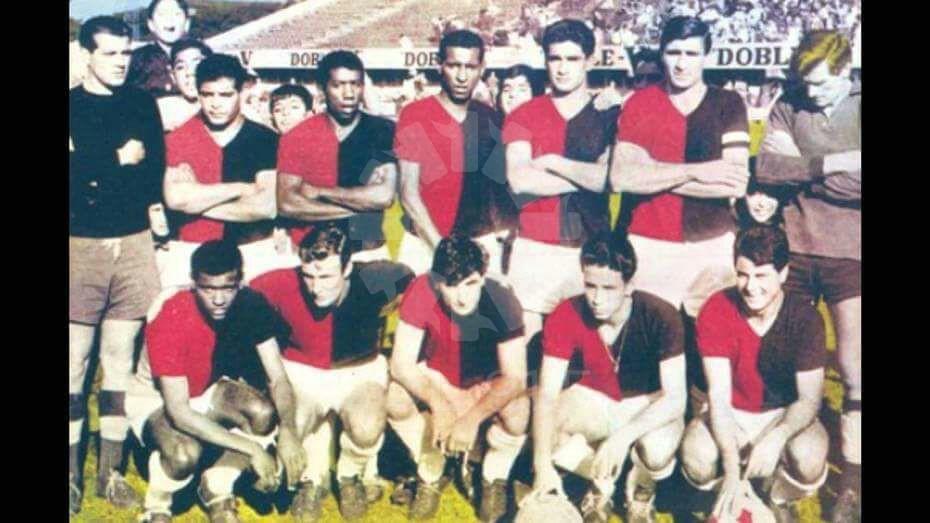 Campeón 1965: Nerbutti, Néstor Cardozo, Gisleno Medina, Sebastián Garciá, Sanitá y Tremonti (arriba); Orlando Medina, Rios, Canevari, Obberti y Alejo Medina (abajo).
