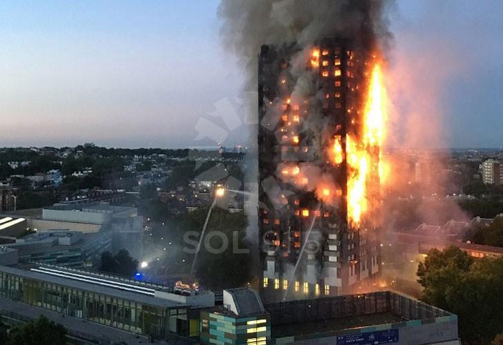 Imagen del edificio londinense en llamas.