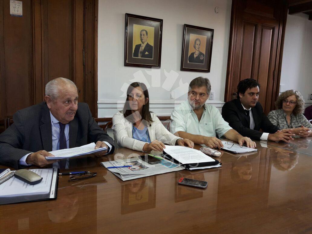 Escuchas diputados solicitan la presencia del ministro for Escuchas del ministro del interior
