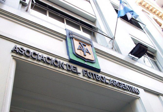 Allanan la sede de la AFA en una causa por presunta defraudación y lavado  de dinero - SOL 91.5